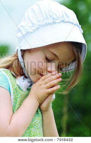 Amish Or Mennonite Child Praying