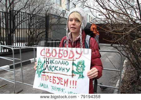 The Ecologist Evgenia Chirikova On Picket Near Prison Where The Arrested Politician Nikolay Lyaskin
