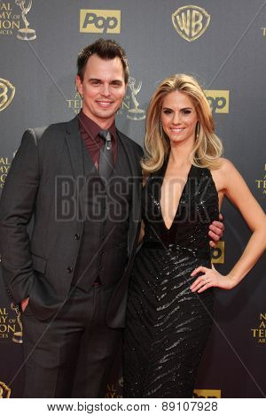 LOS ANGELES - APR 26:  Darin Brooks, Kelly Kruger at the 2015 Daytime Emmy Awards at the Warner Brothers Studio Lot on April 26, 2015 in Burbank, CA