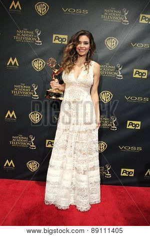 BURBANK - APR 26: Amelia Heinle at the 42nd Daytime Emmy Awards Gala at Warner Bros. Studio on April 26, 2015 in Burbank, California