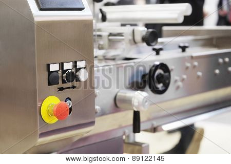 The image of a food packing industry equipment in bakery