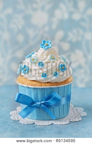 Cupcake with blue forgetmenot flowers