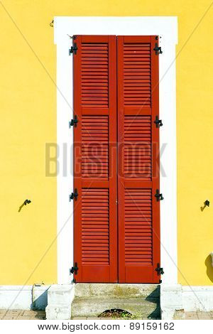 Red    Varano Borghi   Abstract  Sunny Day    Wood Venetian