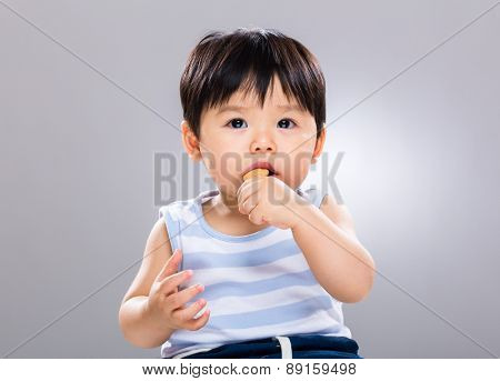 Baby boy enjoy eating finger food