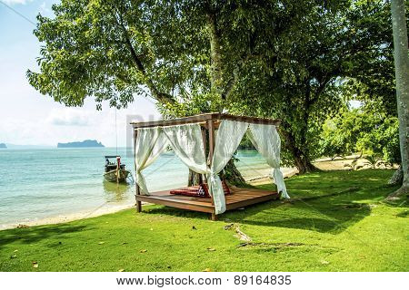 Luxurious Bed By The Sea The Beach To Relax