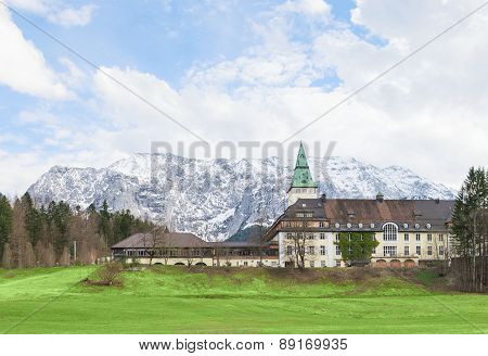 Hotel Schloss Elmau In Bavarian Alpine Valley G7 Summit 2015