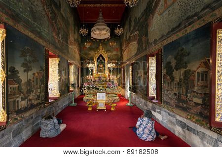 BANGKOK, THAILAND, JANUARY 14, 2015: Two Thai women are praying in the Wat pathum wanaram Buddhist temple in Bangkok, Thailand.