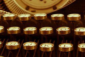 pic of groping  - keys of an old typewriter - JPG