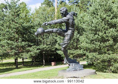 Photo of Monument football player Vsevolod Bobrov.
