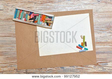 Set Pastel Crayons In Carton.