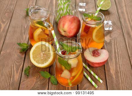 Ice Tea With Lemon, Peach And Mint