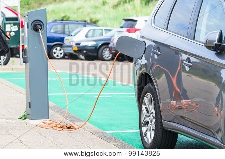 Aku Charging Station For Electric Vehicles.