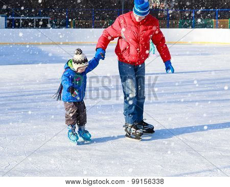 father and little son learning to skate