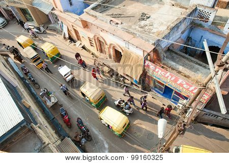 People and vehicles on the street of Agra