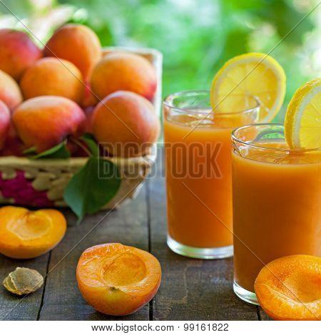 Fresh apricot juices with lemon