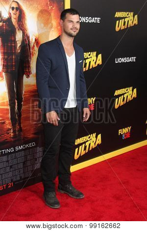 LOS ANGELES - AUG 18:  Taylor Lautner at the