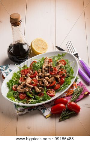 chicken salad with arugula ,tomatoes and balsamic vinegar