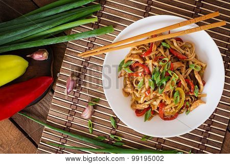 Udon noodles with chicken and peppers - Japanese cuisine