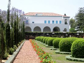 foto of mansion  - View of he Mansion of Bahji in Bahai garden in Akko Israel - JPG