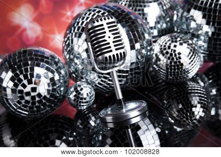 Sound waves, Microphone with disco balls