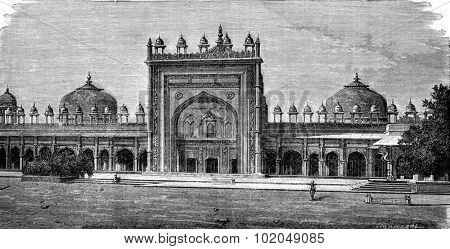 Mosque of Dargah at Fatehpur Sikri, vintage engraved illustration. Le Tour du Monde, Travel Journal, (1872).