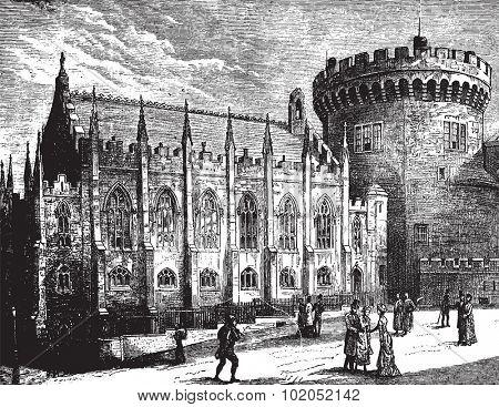 Royal Chapel and the Tower, vintage engraved illustration. Journal des Voyages, Travel Journal, (1879-80).