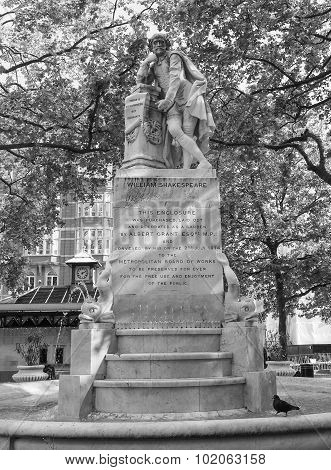 Black And White Shakespeare Statue In London