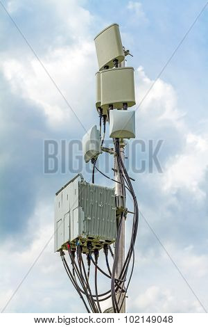 temporary micro cellular site with outdoor wifi antenna