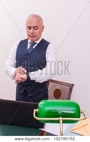 A Businessman Uses Smartwacth Pic, At Desk, At Work.