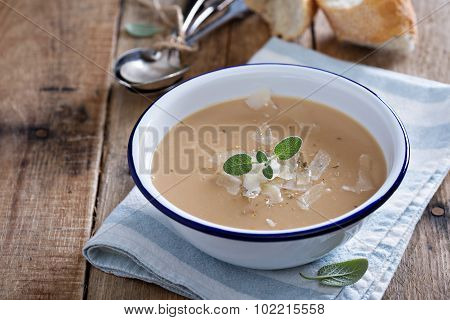Roasted garlick and bean soup