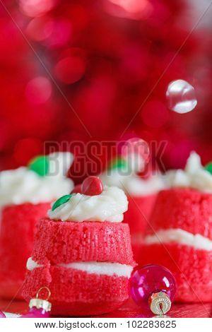 red velvet Crhistmas cakes