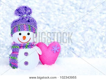 New Year 2016. Happy Snowman on snow with heart, decoration
