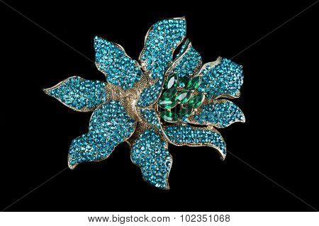 Colorful gem brooch brooch in the form of a flower