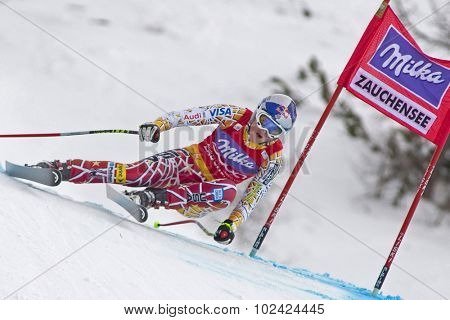 ZAUCHENSEE AUSTRIA. 08 JANUARY 2011.  Lindsey Vonn (USA) speeds down the course competing in the downhill race part of FIS Alpine World Cup, in Zauchensee Austria.