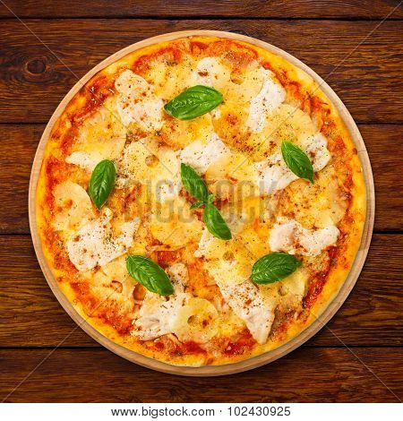 Delicious Pizza With Pineapple And Chicken