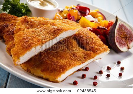 Fried pork chop coat in breadcrumbs and vegetable salad