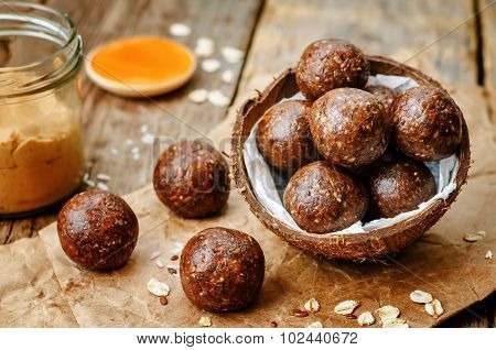 Raw Vegan Peanut Butter Oat Coconut Cacao Balls