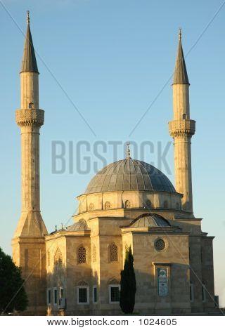 Moschee mit zwei Minaretten In Baku, Aserbaidschan