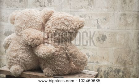 Teddybears hugging