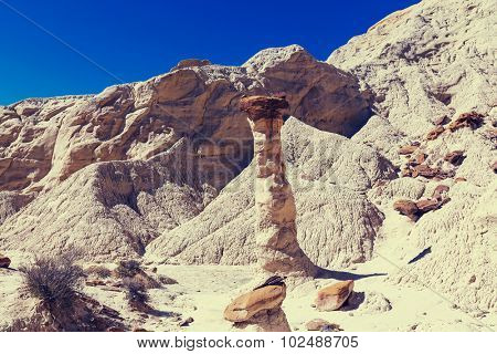 Toadstool hoodoos in the Utah desert, USA.