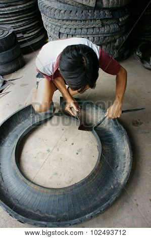 Vietnamese Worker,  Recycle Tire, Tyre