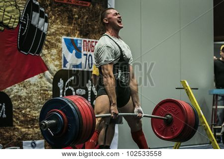 athlete of powerlifter performs a deadlift