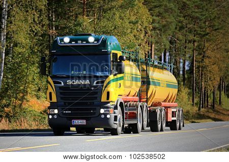 Scania R500 V8 Tank Truck On The Road