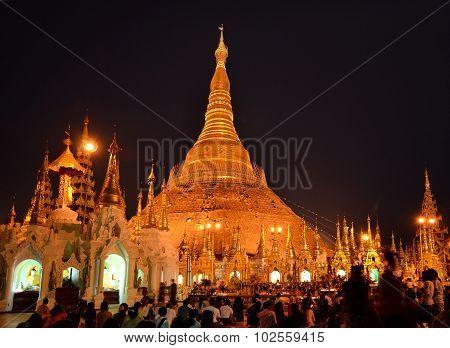 Ceremony with prayers in Shwedagon Pagoda