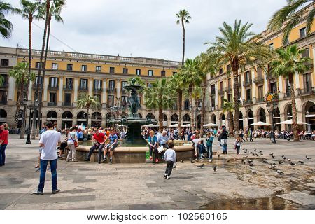BARCELONA, SPAIN - MAY 02: View of Bustling Placa Reial - Tourists Gathered Around Central Water Fountain in Placa Reial, Barcelona, Spain, May 02, 2015