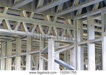 Connect the iron trusses