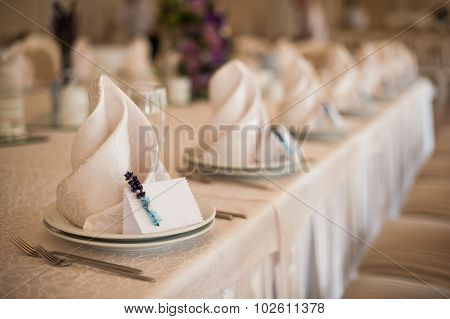 Empty Classic White Plate In  Restaurant With A Blank Card For Guest Names.