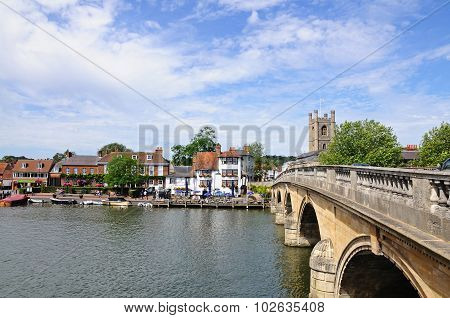 Bridge across river, Henley on Thames.