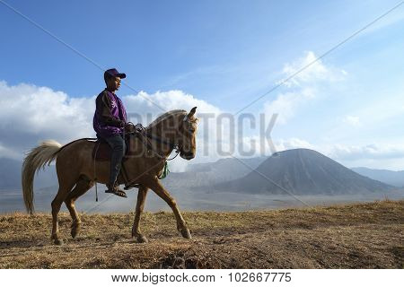Surabaya, Indonesia-september 15, 2014: Unidentified Local People Or Bromo Horseman Pose For Camera