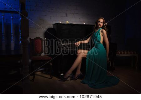 Sensual Girl In The Vintage Interior